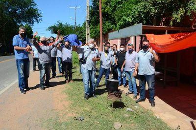 """Choferes de la empresa de transporte """"Mcal. López"""" denuncian falta de pago y cuestionan criminal regulada"""
