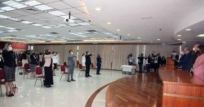 La Nación / Ministros de la Corte tomaron juramento a jueces, defensores y fiscales