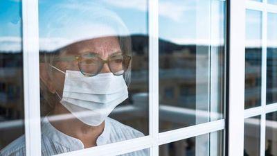 Se debería extender los días aislamiento por la alta carga viral de las variantes, sostiene doctora