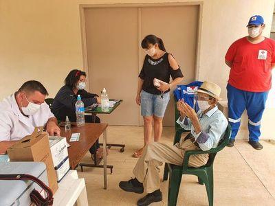Vacunación a mayores de 85 años seguirá en hospitales de Alto Paraná