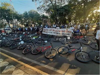 Ciclistas pedalearon en repudio a muerte de ciclista en Guairá