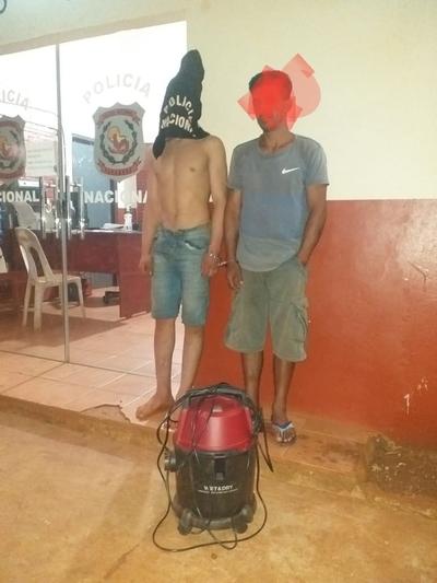 Atrapan a rateros que robaron una aspiradora de un lavadero