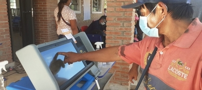 Desarrolan capacitación sobre uso de máquina de votación y documentación a pueblos originarios