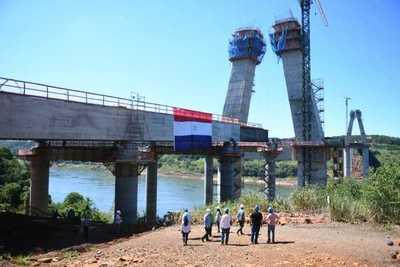 Comenzó empuje de penúltimo tramo del tablero en el lado paraguayo del Puente de la Integración