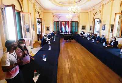 Ejecutivo recibe Plan Nacional de Pueblos Indígenas para su promulgación como política de Estado