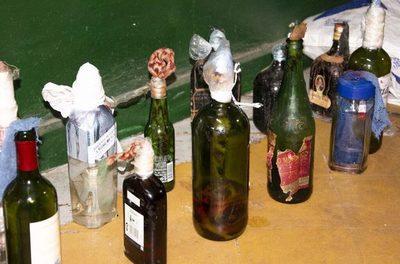 Incautan bombas molotov y objetos punzantes tras requisa en Penal de Tacumbú