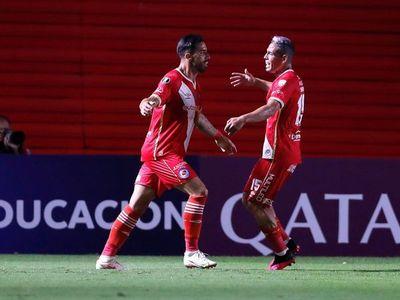 Argentinos Juniors vence a Nacional con gol de Gabriel Ávalos