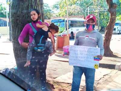 Venezolanos piden LIMOSMA para comer y tener un lugar donde dormir