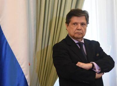 Escoto dejó el país y Euclides Acevedo promete nuevo lote de vacunas