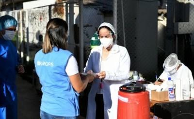 Más de mil platos entregados por Itaipu en el Pabellón de Contingencia