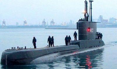 La Marina de Indonesia busca a un submarino desaparecido con 53 tripulantes a bordo