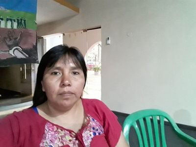 Lideresa indígena protesta frente a Fiscalía tras amenazas