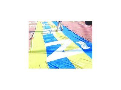 Luqueños hicieron bendecir su bandera de 100 metros
