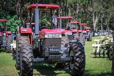 Para fortalecer la producción, agricultores reciben maquinarias en el departamento de San Pedro