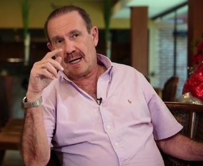 Arturo Rubín fue a yanquilandia para que le vacunen