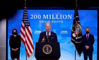 Estados Unidos ya aplicó más de 200 millones de vacunas contra el covid-19