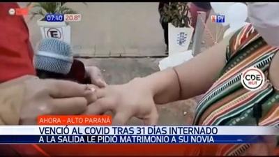 Tras superar cuadro de Covid-19, propone matrimonio a su novia