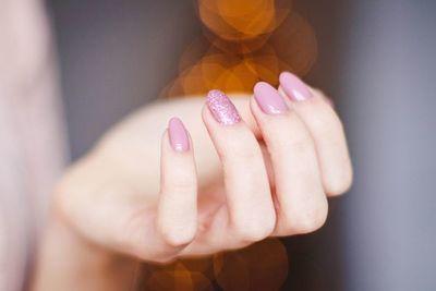 ¿Cómo mantener las uñas sanas cuidándolas desde casa?