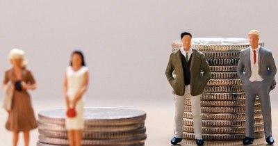 La Nación / Ingreso promedio de las mujeres es 19% inferior al de los hombres