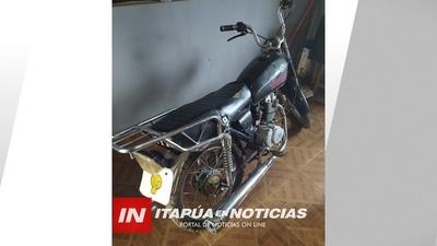 ATRAPAN A MENOR REALIZANDO ALOCADAS MANIOBRAS EN MOTOCICLETA.