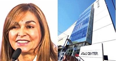 La Nación / Ex ministra de la Seprelad ahora trabaja en banco de los Zuccolillo
