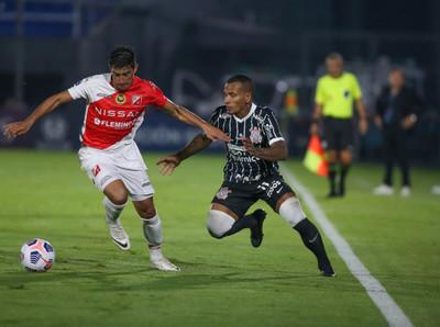 River Plate empata al poderoso Corinthians