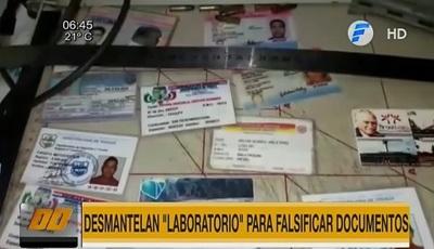 Allanan laboratorio de falsificación de documentos
