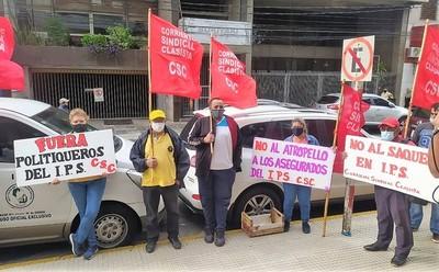 Repudian abusos del IPS contra derechos del asegurado, y condiciones lamentables de abandono asistencial