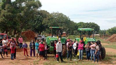 Intendente de Zanja Pyta se niega a  entregar tractor del MAG