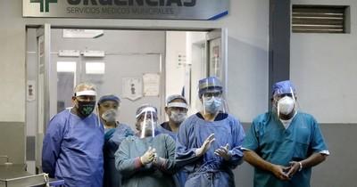 La Nación / Polémica por terapistas en Hospital Nacional e IPS en plena alerta roja