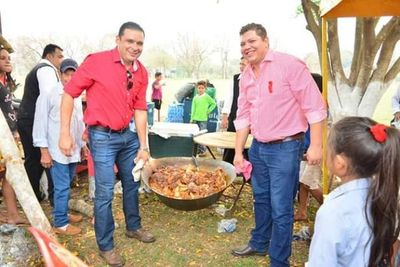 Diputado Juancho Acosta y Wilfrido Figueredo querían tractores de una municipalidad para campaña política de colorados