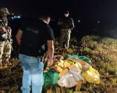 Decomisaron 216 kilos de marihuana a orillas del río en Villeta