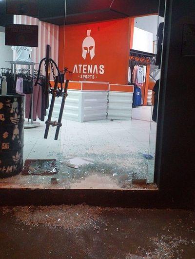 Intentaron robar una tienda, pero fueron detenidos tras rastrillaje policial
