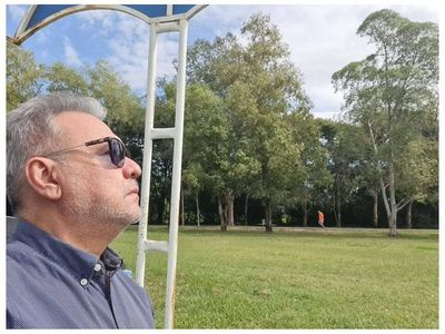 Óscar Acosta se va recuperando del coronavirus