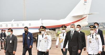 La Nación / Niegan viaje del presidente Mario Abdo a Miami para un foro