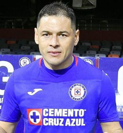 Aguilar anota en el triunfo de Cruz Azul