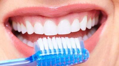 ¿Qué le pasa a tu boca cuando no renuevas el cepillo de dientes?