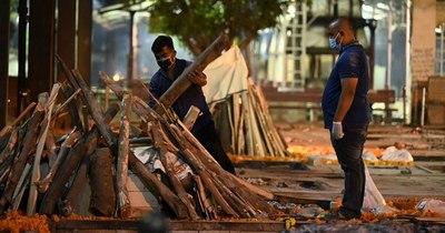 La Nación / India bate sus récords: 349.691 nuevos casos y 2.767 muertos