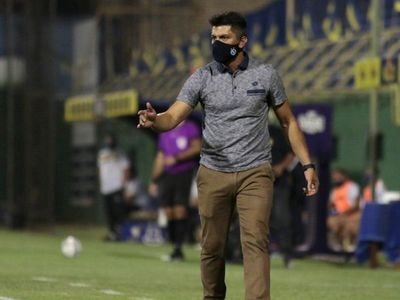 Gustavo Florentín llega al banco de The Strongest