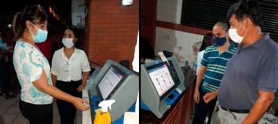 Lambareños practican con máquinas de votación de cara a las municipales