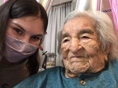 Abuela paraguaya que venció al COVID festejó 114 años