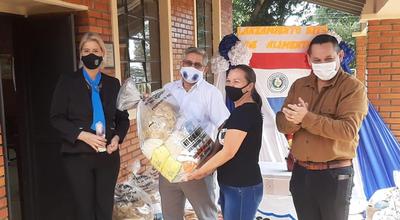 Guairá: Gobernador entregó kits de alimentos en Independencia