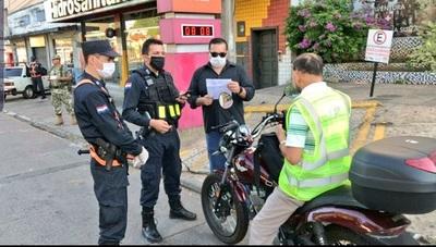 Comandante pide acelerar inmunización a policías de primera línea