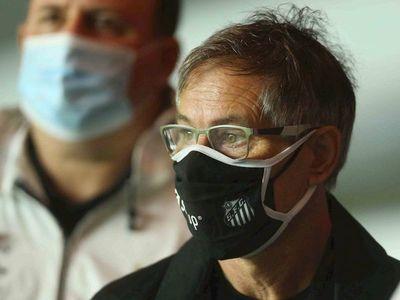 Santos se queda sin técnico tras renuncia de Ariel Holan