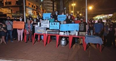 """La Nación / CDE: """"La noche no soporta un cierre más"""", dicen gastronómicos que se manifiestan esta tarde"""