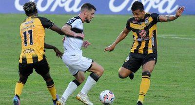 Versus / Orteman; el arbitraje como factor del bajo rendimiento en Copa y del partidazo con Guaraní