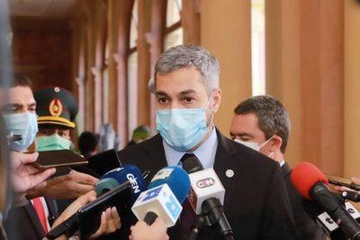 Mario Abdo Benítez promulga ley de binacionales