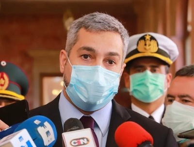 Abdo Benítez promulga ley que destina dinero de binacionales a la salud