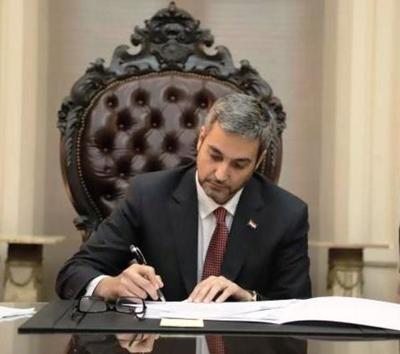Presidente promulga ley que permite uso de fondos de binacionales