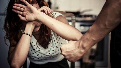 Profesora sufre agresión de su pareja mientras impartía clases virtuales
